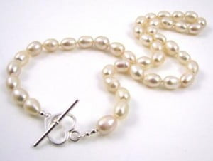 hand-knotted-freshwater-pearl-necklace-kit-tools-required-cream
