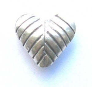 hill-tribe-leaf-heart-bead
